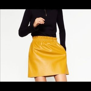 🔥RARE🔥 Zara Mustard yellow leather skirt M
